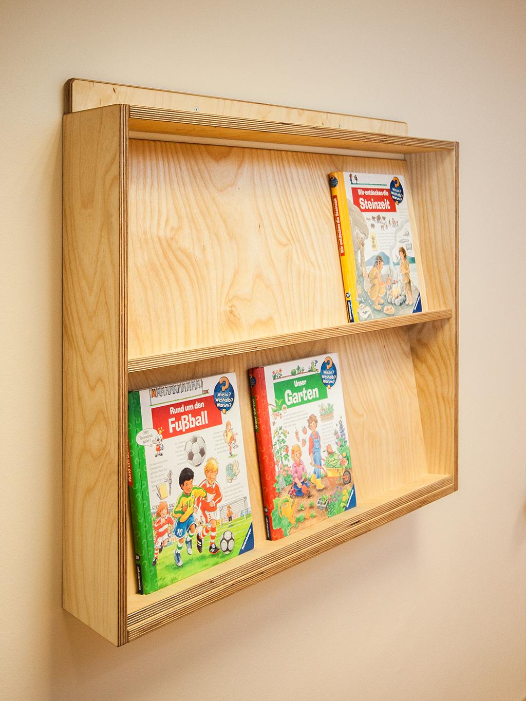 Bücherregal für Bilderbücher