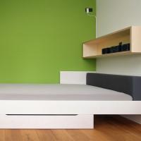 Modernes weißes Bett mit Bettkasten