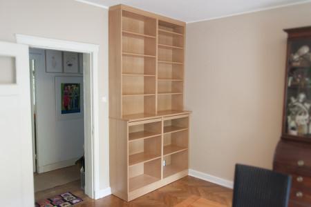 Bücherregal aus Buchenholz mit Tablarauszügen
