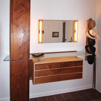 Garderobe aus Esche, Nussbaum und Glas