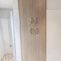 Badezimmer-Einbauschrank.