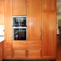 Küche mit lackierten Rahmen-Füllung Fronten aus Kirschbaum