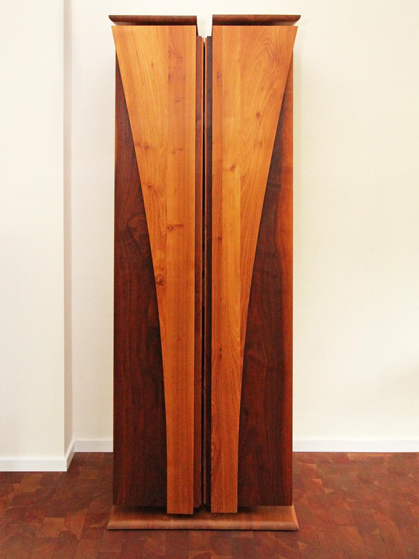 Kofferschrank aus Nussbaum und Robinienholz