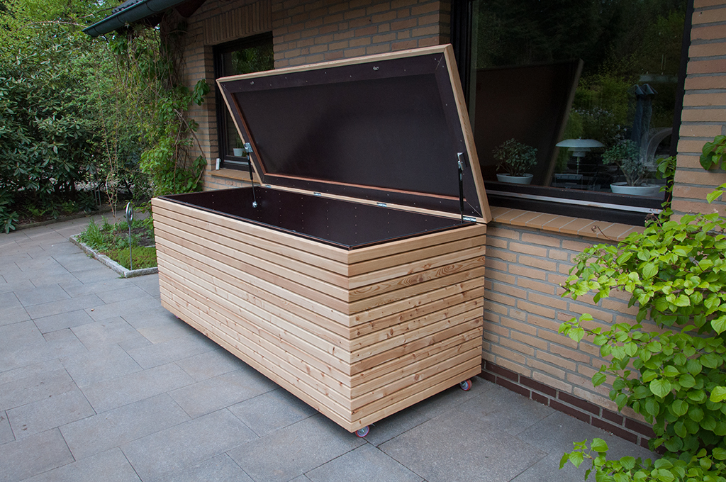 Outdoor-Truhe aus Lärchenholz