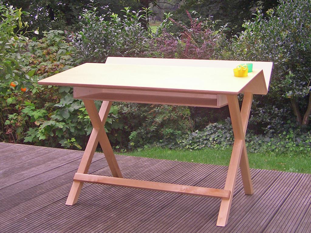 Schreibtisch aus Ahorn und Multiplex.
