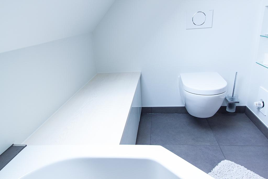 Sitzbank und Einbauschrank für Badezimmer