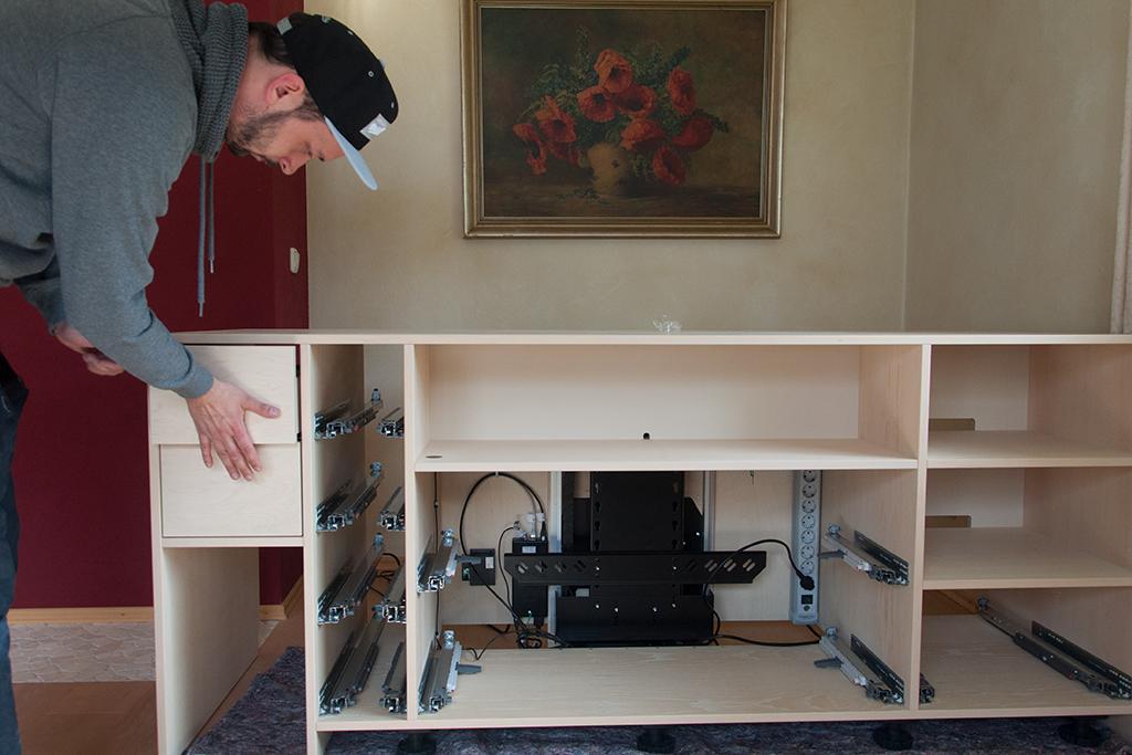 TV-Möbel aufstellen