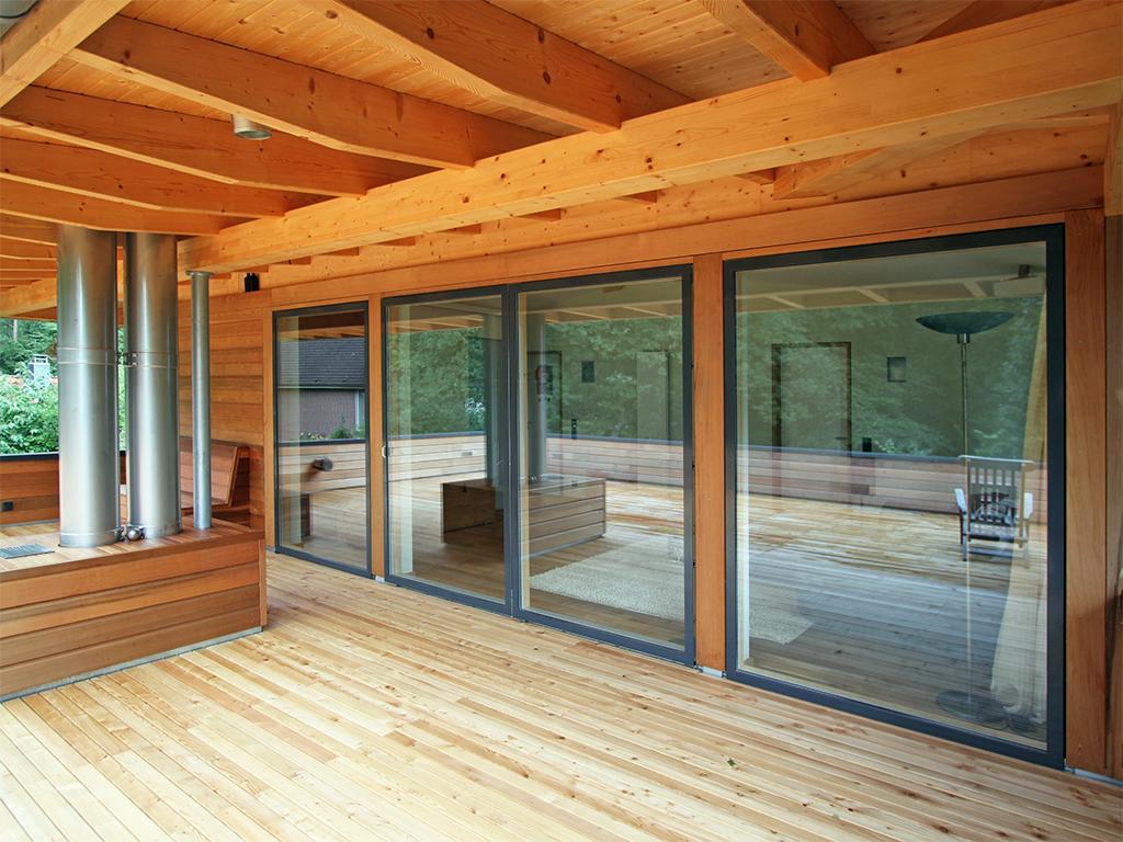 Terrassentür und große Fenster