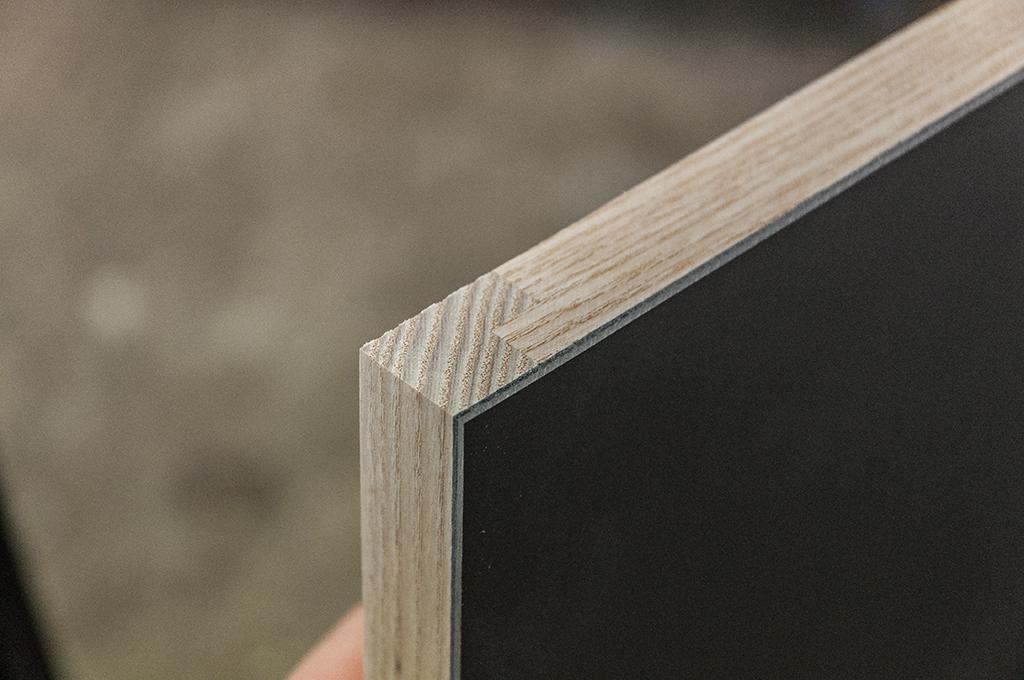 Vollholzkanten, Fläche mit Linoleum belegt