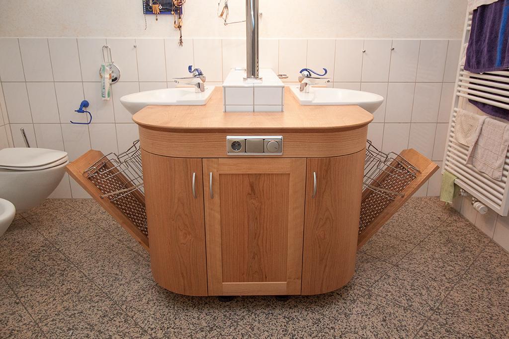 Waschtisch_Wäschekörbe