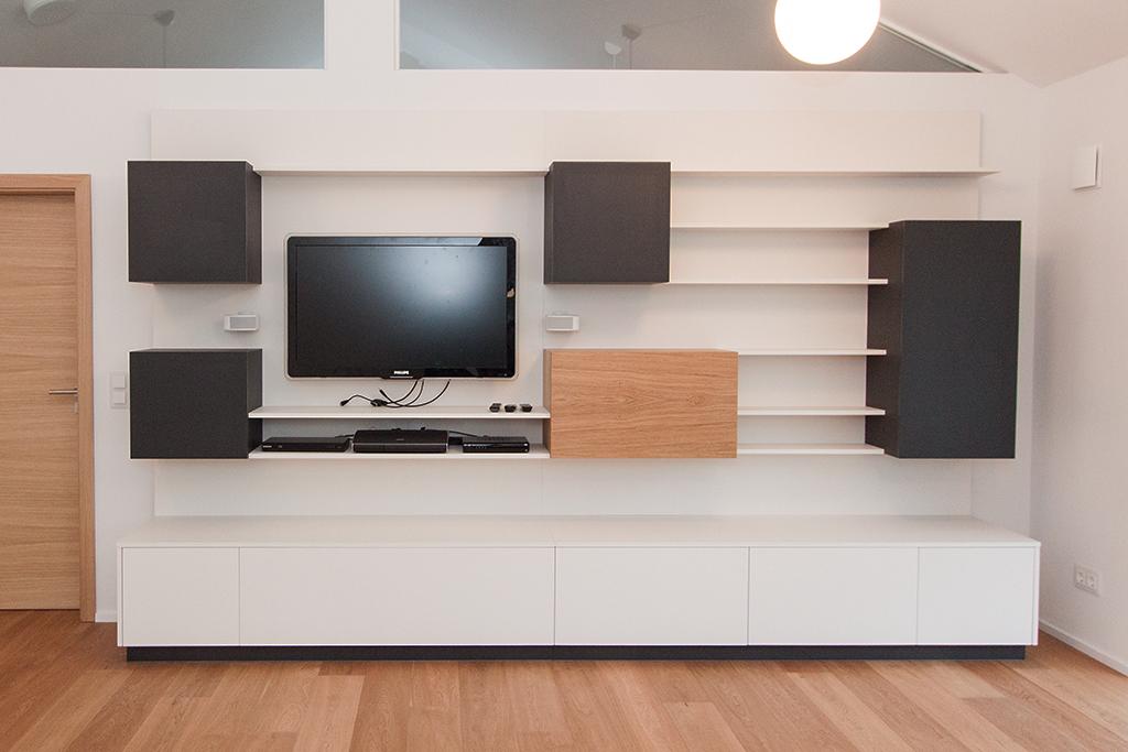 Wohnzimmer-Regal und TV-Möbel mit Linoleum belegten Korpussen
