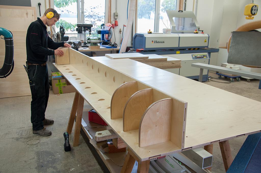 Zusammenbau der Garderobenfächer
