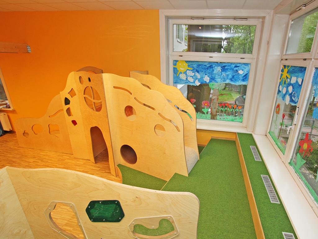 Spiel- und Baupodest für eine Kita